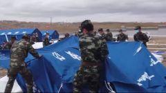 青海果洛:建立新安置点 武警官兵紧急搭建200顶帐篷