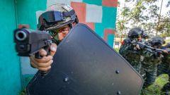 廣西百色:武警特戰隊員開展多課目強化訓練