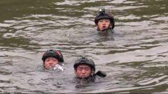 遭遇暗流 呛水下沉 危急关头他将战友托起顺利上岸