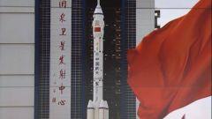 【筑梦太空】 神舟十二号载人飞行任务航天员乘组抵达发射塔架