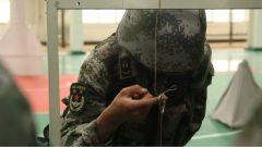 一根筆能練什么?班長都沒能完成的訓練激起了戰友們的挑戰欲