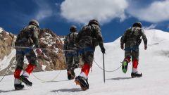 【直擊演訓場】青藏高原:偵察兵挑戰海拔5600米冰川雪峰