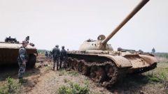 坦克突然熄火 演習20分鐘后開始 維修班爭分奪秒更換坦克主動輪