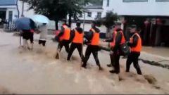 武警和民兵緊急馳援抗洪防汛一線