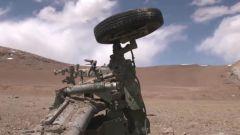 """震撼!怎样的火力能将牵引式火炮炸成""""残肢断臂""""?"""