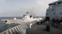 伯努利原理的应用:高铁周边围铁丝网 舰船并行相互补给