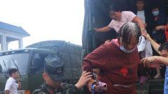 一天转移群众500余名 武警官兵全力护卫人民群众生命财产安全