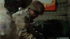 凌晨时分他们奋力挖凿高原积雪,只为挽救新战友的生命