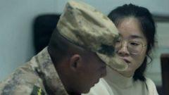 未婚妻千里迢迢赶到部队来,不料他却将要执行重大任务……