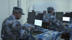 拼手速!雷达设备遭干扰 操纵员人工手动跟踪目标情报