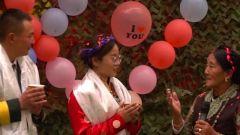 送哈达 唱红歌 三代拥军的藏族阿妈将最真诚的祝福送给新人