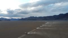 海拔5300米 新型车载加榴炮跨昼夜实弹射击演练